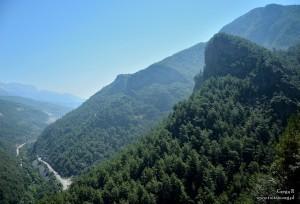 Widok z przed jaskini Dim