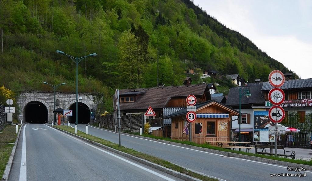 Tunele w Hallstatt - widok od strony Obertraun